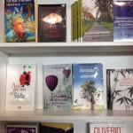 En FILGUA firmando libros que he escrito.